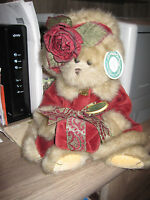 Bearington Collectible bear  #1072 Virginia winter bear with gift burgundy