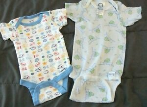 Pre-Owned Gerber's Basics Infant Boys NEWBORN 2 Bodysuits Cotton Frogs Sports