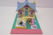 Polly Pocket Summer Beach House Cottage Pool 1993 Bluebird COMPLETE with 2 Dolls