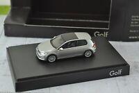 Rietze Volkswagen New Golf in Display Box 1:87 Scale HO