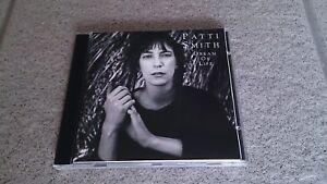 PATTI SMITH - DREAM OF LIFE / LIKE NEW!
