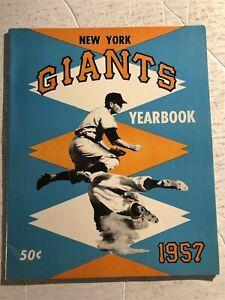 1957 NEW YORK GIANTS Official Yearbook Willie MAYS Al DARK Hoyt WILHELM Rhodes