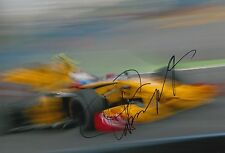 Vitaly Petrov mano firmado Renault F1 12x8 Foto 3.