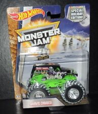 """HOT WHEELS 2017 MONSTER JAM GRAVE DIGGER """"SPECIAL HOLIDAY EDITION"""" 1:64"""