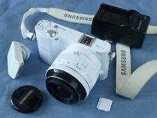 Samsung 20MP Blanco NX1000 Digital Cámara APS-C 20 50mm Lente. la unidad de flash también.