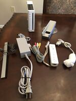 White Nintendo Wii complete Bundle W/ Cords & Controller & nunchuck fully tested
