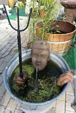 Neptun Kopf Wasserspeier m. Hände ohne Fass Kunst Sandstein Antik Look E 24 ROT