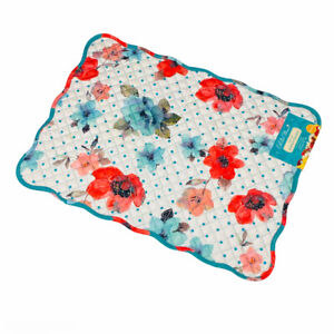 Pioneer Woman Vintage Bloom Floral Quilted Scallop Reversible Single Placemat