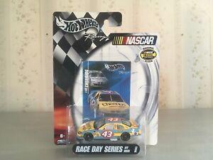 Race Day Series Jeff Green #43 Hot Wheels Cheerios 1:64 scale diecast car NASCAR