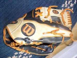 Wilson A2000 11.5 inch Baseball Glove - Black/Blonde - WTA20RB201786