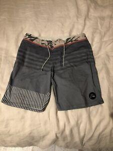 quicksilver board shorts Walk Shorts  Size 32