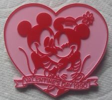 1990 VALENTINE'S DAY PINK MICKEY AND MINNIE HUGGING PIN/BADGE, HEART SHAPED