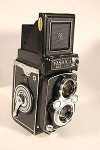 Yashica Mat-124 Medium Format Camera Yashinon 80mm f 1:3.5 Lens With Case GREAT