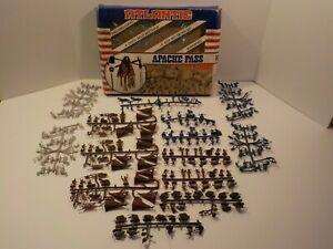 N Vintage 1970's Atlantic Apache Pass Toy Soldier Playset