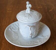 Doccia Ginori tasse ou tisanière, soucoupe, couvercle en porcelaine N couronné .