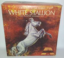 ANIMALI: Bianco Stallion VINTAGE MODEL KIT fatta da Aurora