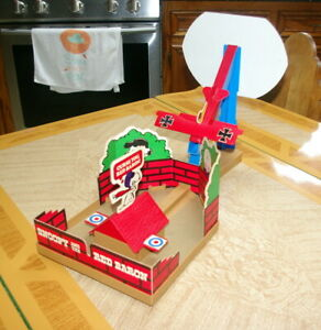 VINTAGE 1970 MILTON BRADLEY SNOOPY AND THE RED BARON GAME