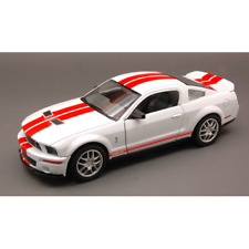 SHELBY GT 500 2007 WHITE WITH RED STRIPES 1:24