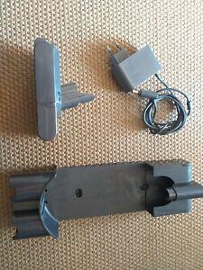 Chargeur Dyson V10 + dock Support mural + batterie bon état
