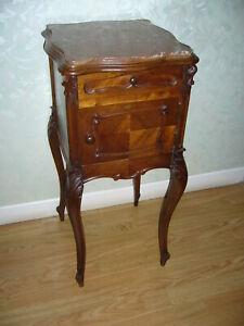 Table de nuit chevet ancienne en bois objet de décoration et de collection