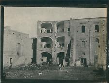 Italie, Pompéi, Ouvriers près des ruines, ca.1900, Vintage silver print Vintage