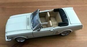 FORD MUSTANG Convertible  Model Car - Cream - Scale 1:24