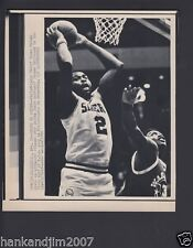 Moses Malone 1985 76ers Rebound Small Vintage A/P Laser Wire Photo with caption