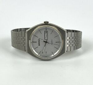 Vintage 1980s Seiko Quartz Stainless Steel Men's Watch w. Day/Date Function