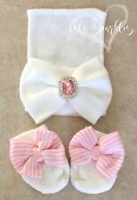 89dc6f172be0 Newborn baby girl white comfy hat   big bow mittens set pink bows infant  beanie