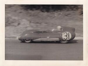 LOTUS CLIMAX CAR No.31, DRIVEN BY COLIN CHAPMAN SMALL SIZE PERIOD PHOTOGRAPH.