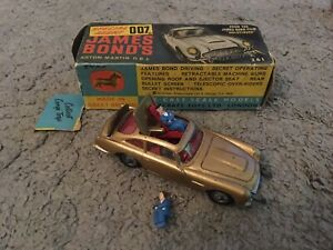 CORGI 261 - JAMES BOND ASTON MARTIN DB5.  Box & baddie incl.