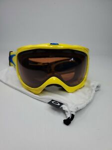 Oakley Snow Ski Goggles Yellow And Blue Adjustable strap with case cover