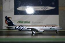 "Phoenix 1:400 Alitalia Boeing 767-300 EI-DBP ""Skyteam"" PH4AZA408 Die-Cast Model"