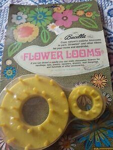 Vtg 1967 Bucilla 2 Flower Looms w/Instructions & needle for Yarn Raffia Fibers