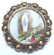 broche ancienne couleur or médaille motif religieux couleur made Italie 120