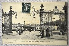 """CPA """" NANCY - Place Stanislas - Grille en fer forgé oeuvre de Jean Lamour"""