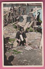 SUD-VIETNAM - Femme coupant du Bois de Chauffage