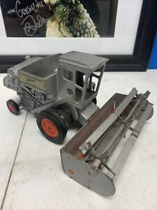 Vintage Ertl Allis Chalmers Gleaner Combine 1/32 Scale pressed steel
