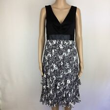 Jacqui E Black & Grey Crinkle Teired V Neck Empire Waist Dress Size 10 (BP17)