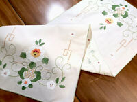 VINTAGE HAND EMBROIDERED Appliqué OFF Cream Cotton RUNNER TABLE CLOTH  39x14""