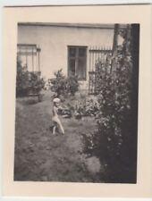 (F22861) Orig. Mini-Foto Würbenthal, Kind im Garten d. Grohmann-Kolonie 1932