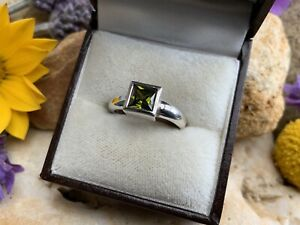 925 Sterling Silver Square Peridot Ring Approx 4g 💚