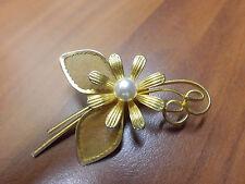 Zauberhafte Brosche goldfarben mit Perle filigrane Schmuck Anstecknadel
