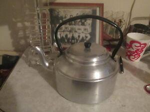 CASTLE BRAND IRISH ALUMINUM CO. TEA KETTLE POT IRELAND  Vintage