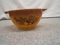 Pyrex 'Old Orchard' 1 1/2 Pint Mixing Bowl #045 VGC