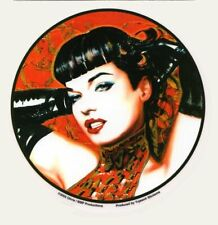 PIN UP VINTAGE BETTY PAGE BOUGIE HOT ROD 11cm AUTOCOLLANT STICKER AUTO BB054G