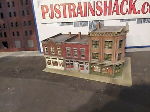HO Scale Building Walthers Merchants Row V Built Painted Weathered