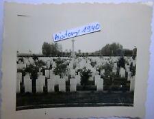 2/Foto: BELGIEN - Ypern Friedhof mit Grabsteinen und Zeichen.Judenfriedhof? (L)