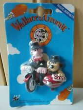 More details for wallace and gromit very rare  top hat and tails fridge magnet only 500 made