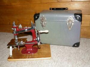 Vintage Essex Miniature/Childs Hand-Crank Sewing Machine W/ Original Cheney Case